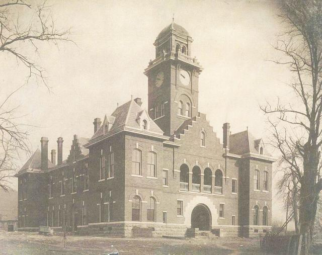 Grainger County Courthouse about 1904